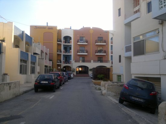 Sunseeker Holiday Complex: approach to the hotel