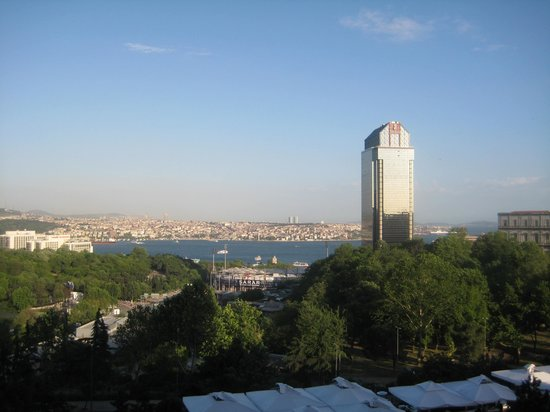 Hilton Istanbul Bosphorus: View from our bedroom window