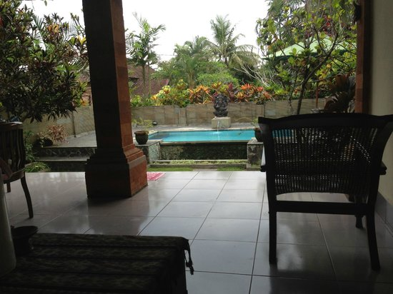 Bali Breeze Bungalows: terrace and breakfast corner