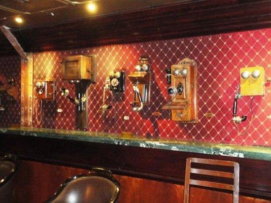 Hotel Geneve Ciudad de Mexico: Phones in the Lobby Bar