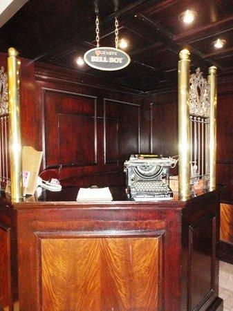 Hotel Geneve Ciudad de Mexico: Bell boy station