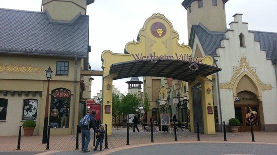 Wertheim Village: Entrance