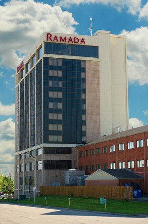 Ramada Topeka Downtown Hotel and Convention Center: Ramada Tower