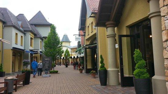 Wertheim Village: Nice
