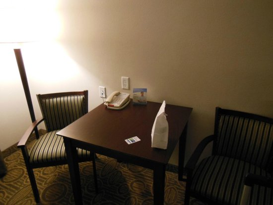 Holiday Inn Express Hotel & Suites Palatka Northwest: Dining/Office Area
