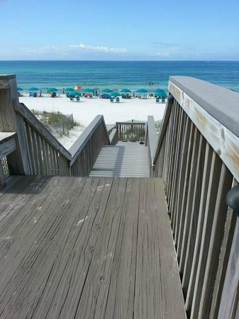 Crystal Sands Condominiums: Down the steps to the beach