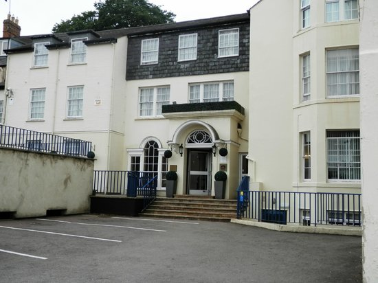 BEST WESTERN Banbury House Hotel: Back entrance in car park