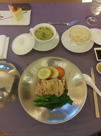 Hilton Singapore: In room dining is served, chicken rice.  Quite sumptuous!