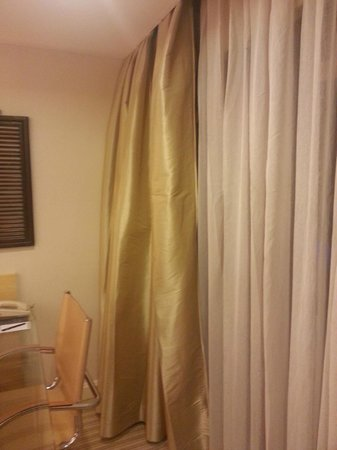 Hilton Singapore: Puffy golden curtains - when you draw close, they looked like they need ironing