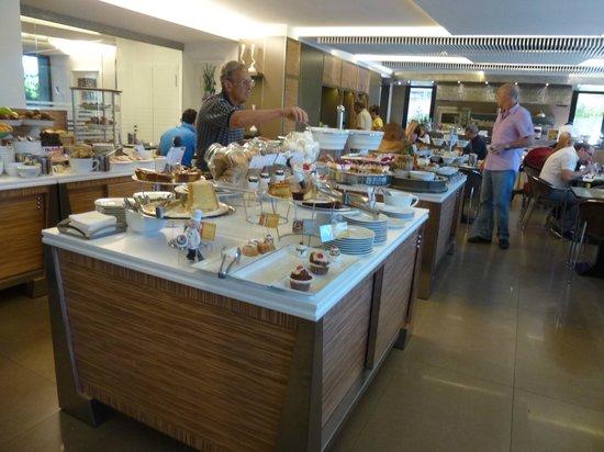 Mercure Villa Romanazzi Carducci: Breakfast buffet
