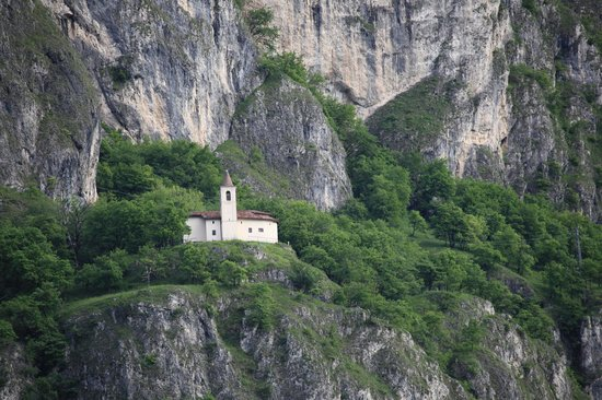 Wallfahrtskirche San Martino: Church of San Martino from the trail