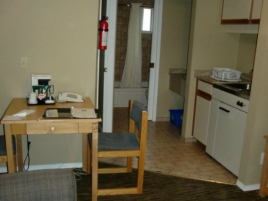 Comfort Inn and Suites North Vancouver: Desk with coffee maker, bathroom, kitchenette