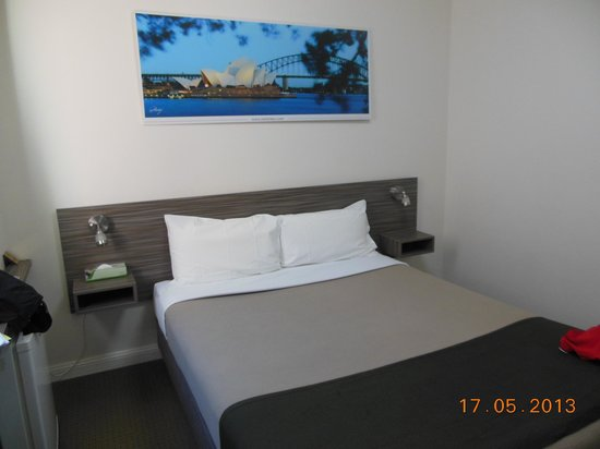 standard double bed-Leisure Inn Sydney Central