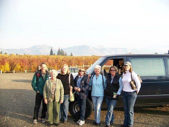 Hood River Winery Tours: shuttle van transportation columbia gorge