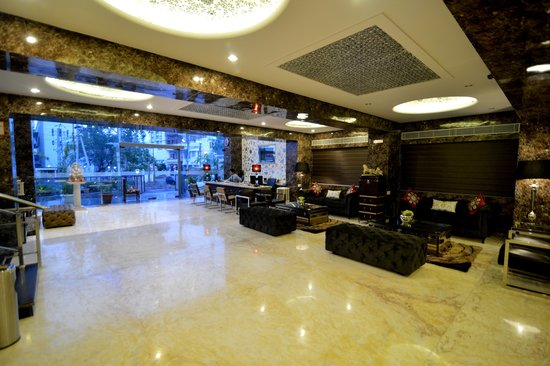 Q Hotel: Lobby