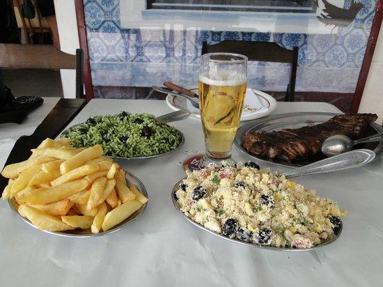 Braseiro da Gávea: Uma das refeições mais pedidas... Arroz de Brócolis, farofa, batata frita e picanha.
