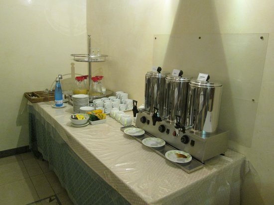 Aberdeen Hotel: coffee and juice