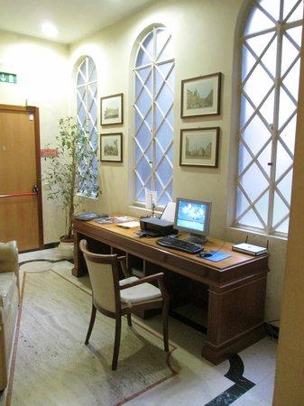 Aberdeen Hotel: computer area