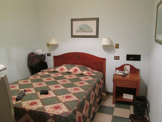 Aberdeen Hotel: room