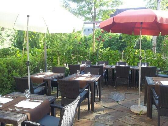 St'ill Restaurant & Weinkeller: the most beautiful garden around