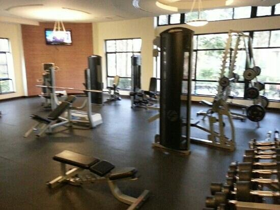 Jacaranda Nairobi Hotel: Free weights section of the gym