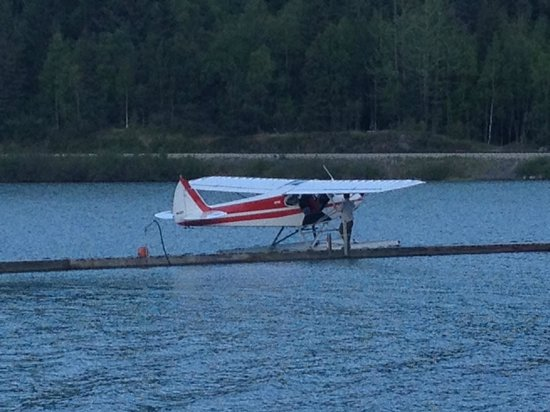 Trail Lake Lodge: Float plane service next door