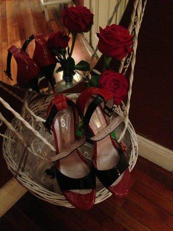 Apassionata Tango: Spiegel im Evita Zimmer mit neuen Tango Schuhen