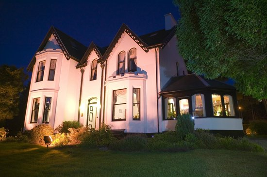 Ashburn House De Luxe Bed and Breakfast : Ashburn at Night