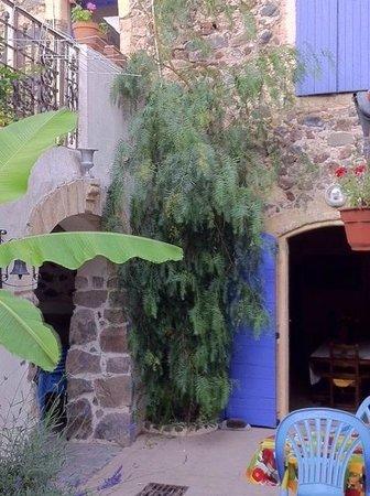 Le Clos du Frotadou : Vue sur cour