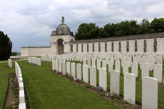 Salient Tours : Tyne cot Commonwealth cemetery