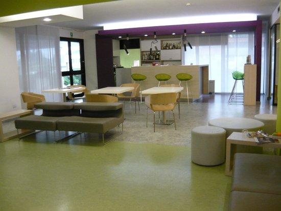 Bar e zona tv - Picture of Agrate Brianza, Province of Monza ...