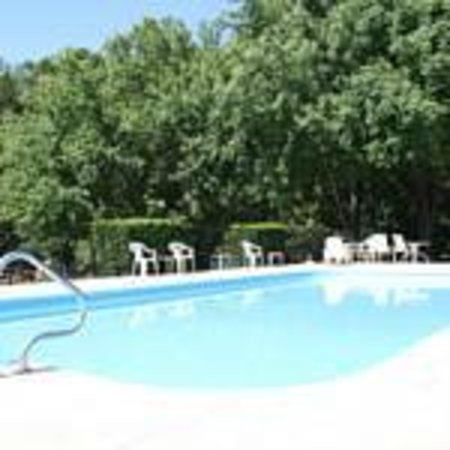 Fall Creek Inn & Suites : Outdoor Pool Next to Creek