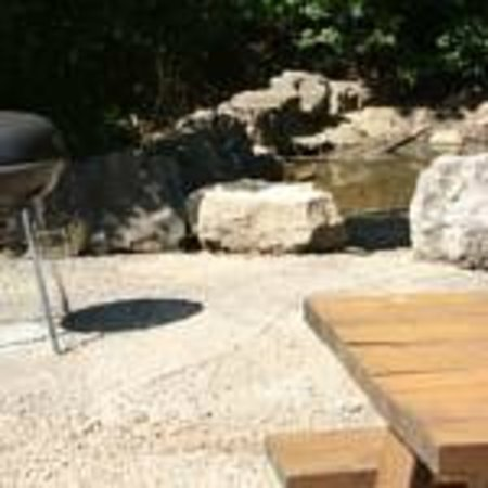 Fall Creek Inn & Suites : Picnic Creek Area