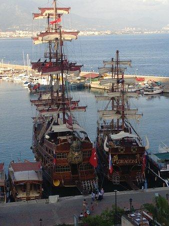 Kaptan Hotel: Boten in de haven van Alanya