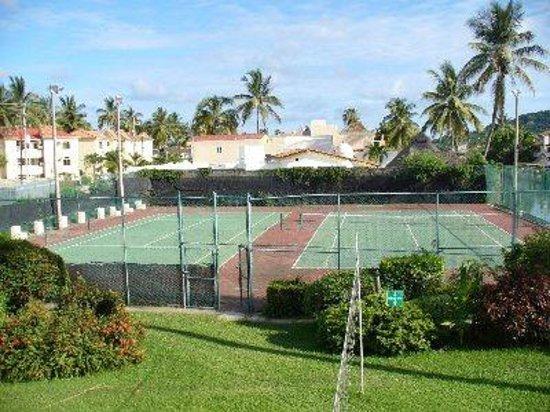 Cabo Blanco Hotel : Canchas de tenis