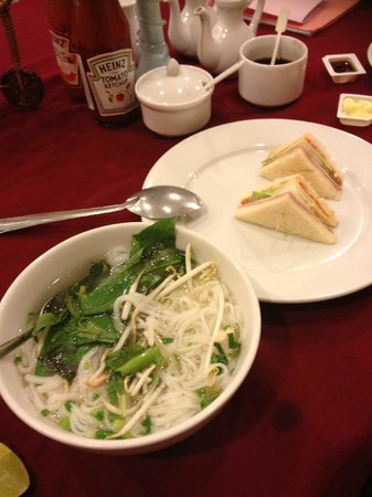 Thien Thao Hotel Ho Chi Minh City: pho ga (chicken noodle soup)
