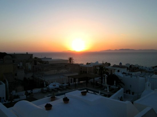Aethrio Hotel: View of sunset from private rooftop terrace