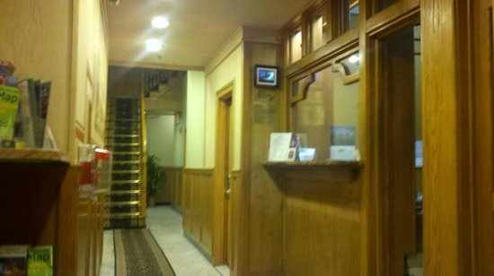 St. Marks Hotel : The reception area. Someone is there 24/7.