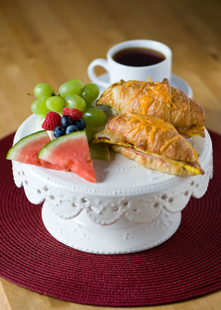 Cameo Cottage Country Retreat: wonderful toasted croissants