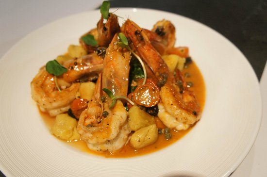 Rafa's Bistrot: shrimps with zacapa centenario