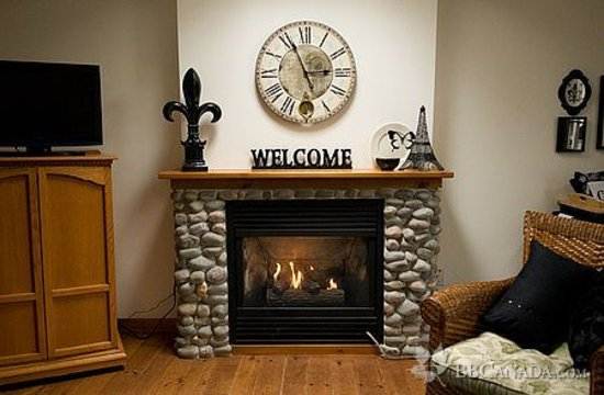 Cameo Cottage Bed & Breakfast: Cottge Fireplace