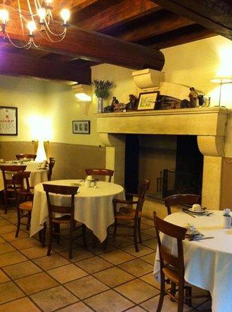 Le Vallon de Gayet: la salle de réception  l hiver la cheminée allumée et prendre son petit déjeuner  un pur bonheur