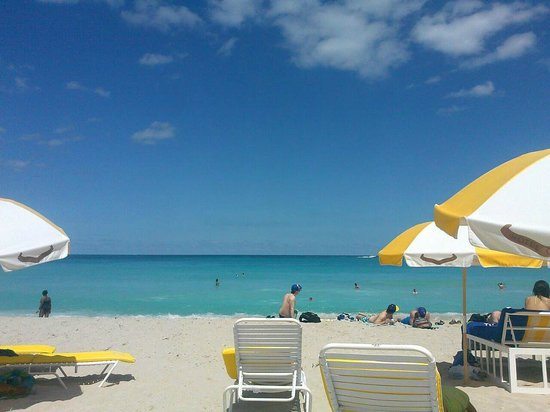 Courtyard Cadillac Miami Beach/Oceanfront: calm and quiet private beach
