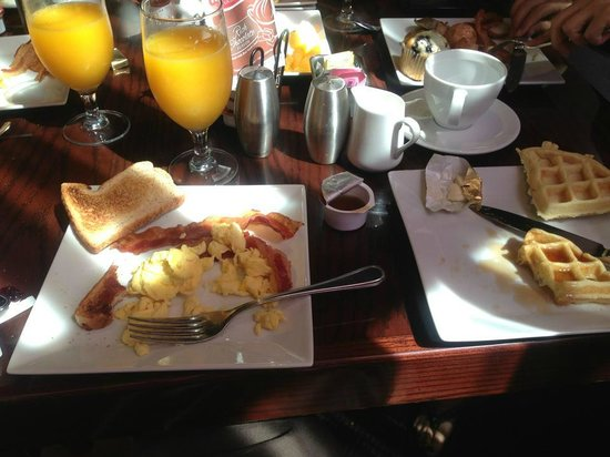 Courtyard Cadillac Miami Beach/Oceanfront: complementary breakfast delicious