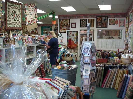 Cactus Quilt Shop: Lots To See!