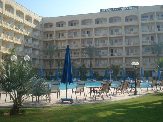 Grand Pyramids Hotel: Front
