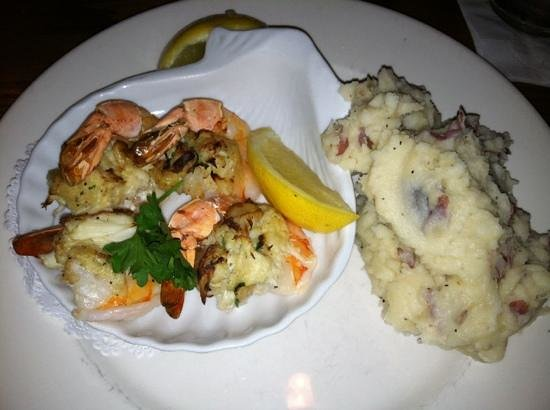 Marblehead Chowder House : Shrimp with Crab Meat & Redskin Mashed Potatoes