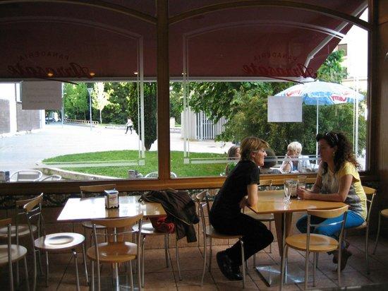 ARRASATE  Cafeteria - Panaderia - Pasteleria: Un lugar acojedor para relajarse, celebrar un cumpleaños con niños,comprar el pan de cada día...