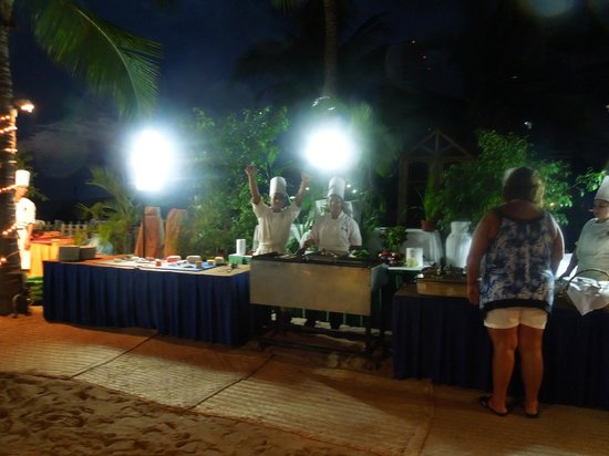 Friendly Vallarta All Inclusive Family Resort: Beach Dining