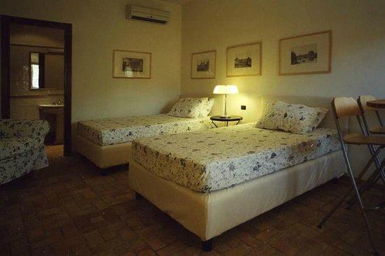 Residenza di Rocca Romana : Rooms